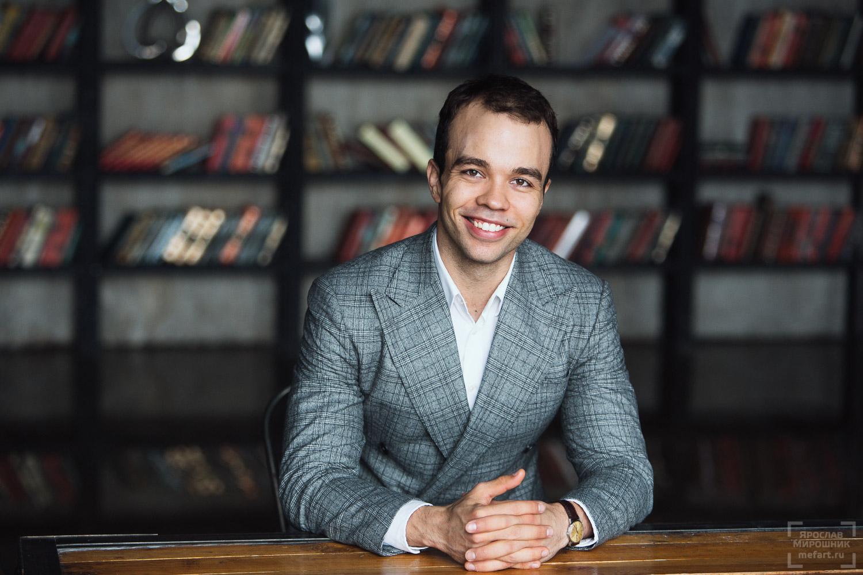 бизнес портрет мужчины в студии в Москве