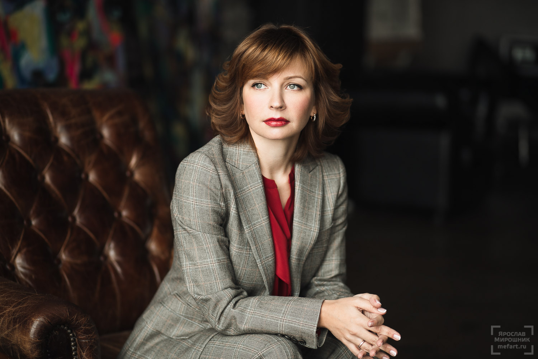 бизнес портрет женщины в студии в стиле лофт в Москве