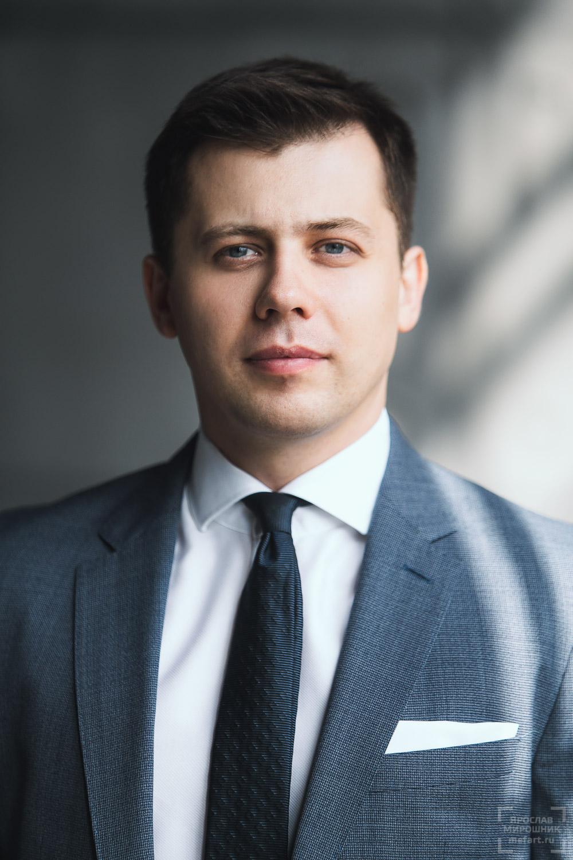 крупный деловой портрет мужчины headshot