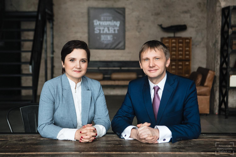 совместный бизнес портрет двух коллег руководителей