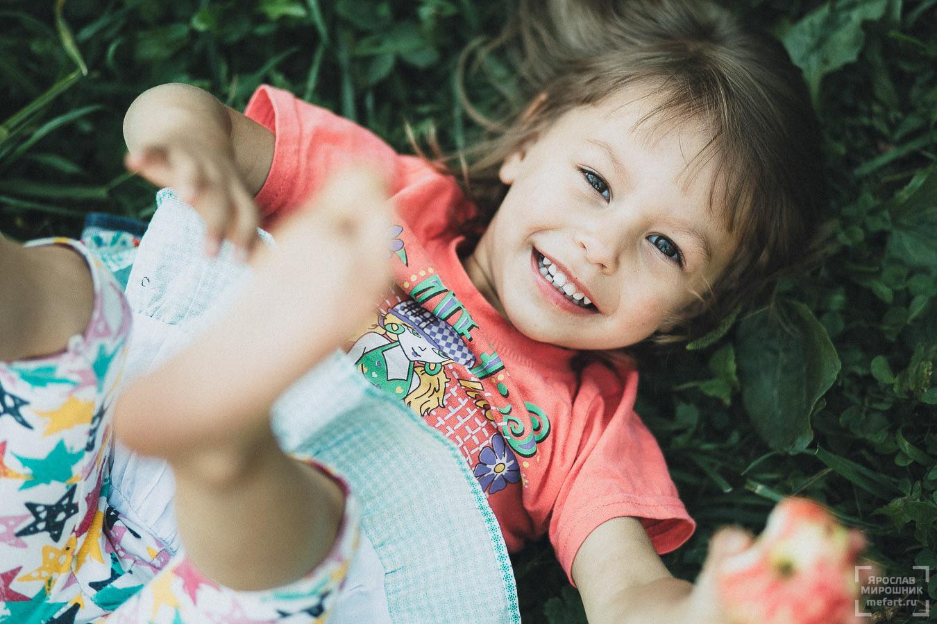 детская фотосессия на природе в москве: детское фото маленькой девочки