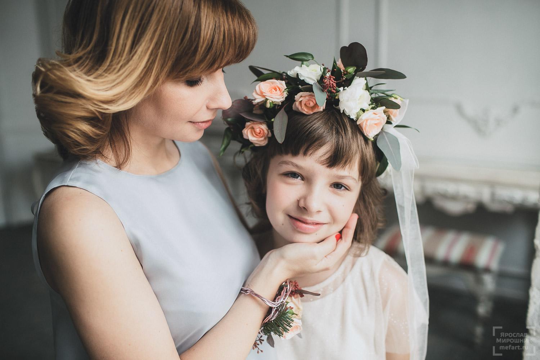семейная фотосессия мама и дочка в фотостудии фото