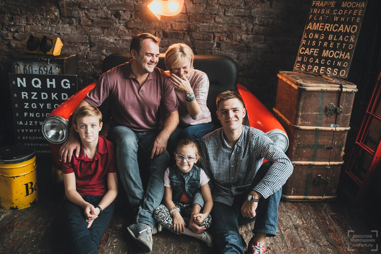 семейная фотосессия в фотостудии в москве