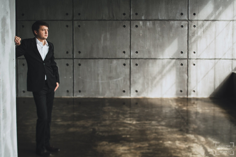 мужская фотосессия в студии в москве: фото мужчины