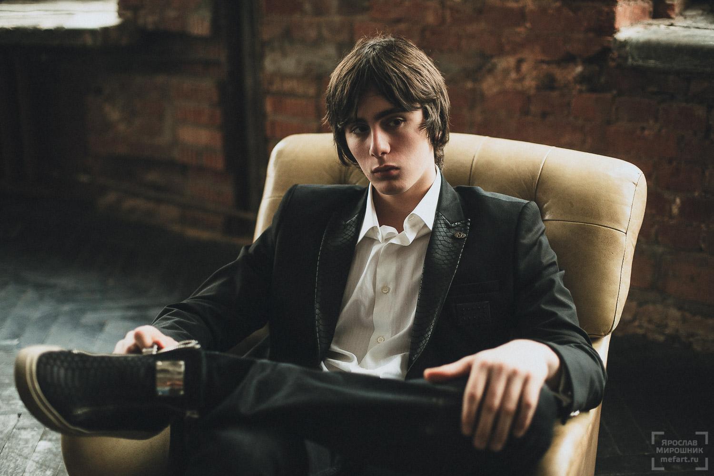 мужская фотосъемка в студии в москве