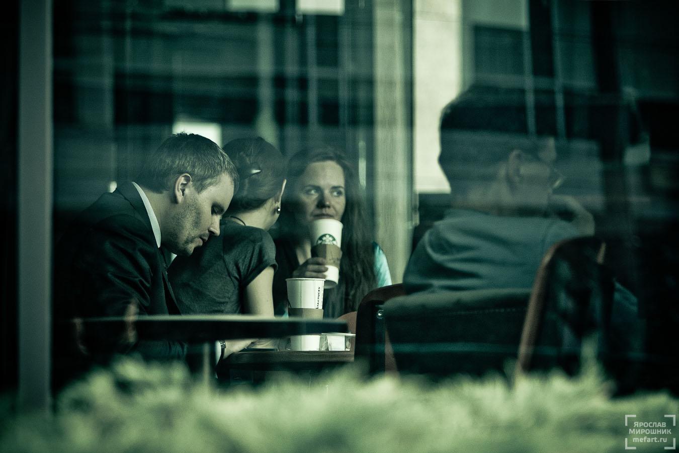 люди в кофейне фото