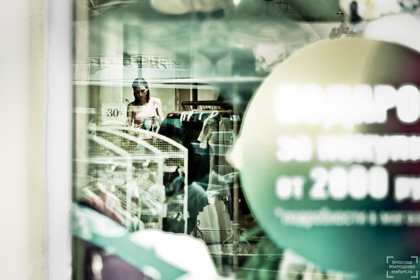 продавщица в магазине фото
