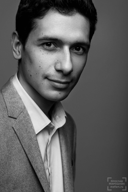 Портрет молодого мужчины IT предпринимателя