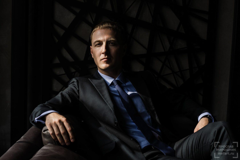 Эффектный деловой портрет международного бизнесмена