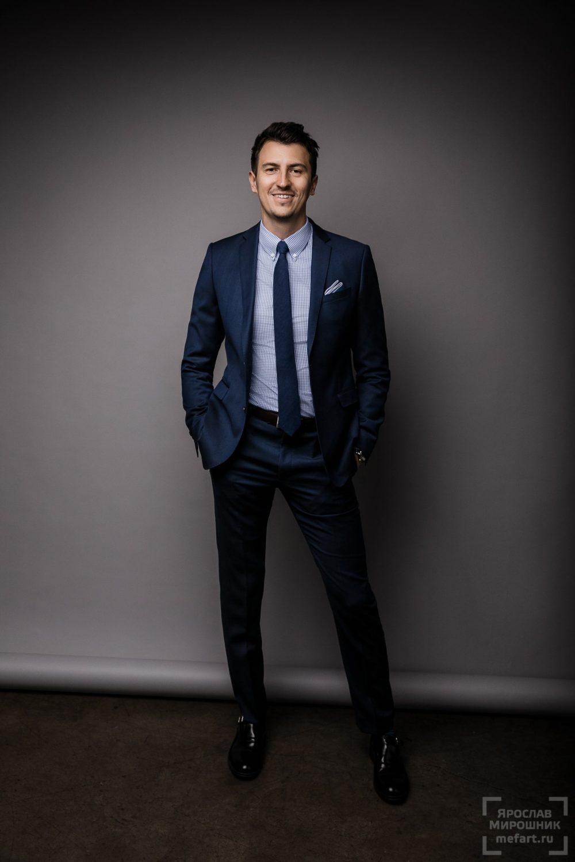 Студийный мужской бизнес портрет